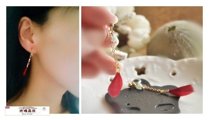 玫瑰森林-- ☆°* 美麗嚴選~氣質美人 穿珠 紅色羽毛小流蘇 透明矽膠U夾 無耳洞耳環