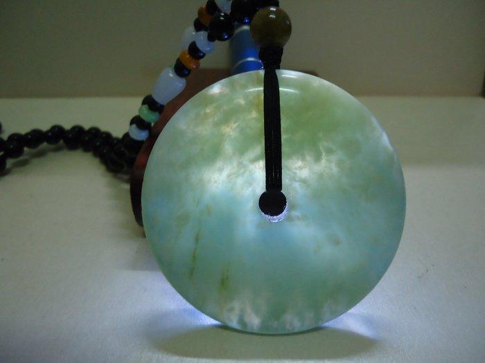 天地 藝品 珍貴 收藏 天然 上等 新疆 和闐 玉 正 水料 珠鍊 大 平安 扣 K966 珍藏 品 割愛 !