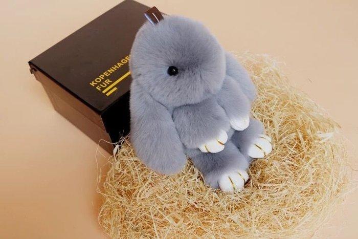 彩虹商城☆時尚兔子掛件獺兔毛皮草掛飾可愛裝死兔萌萌兔鑰匙扣包包配飾~現貨喔~常規版+盒子