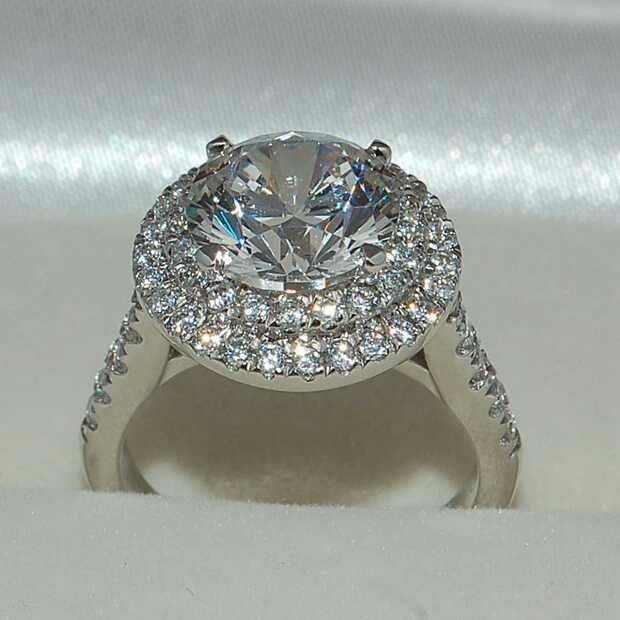 莫桑石結婚鑽戒18K金專櫃大品牌戒指主鑽1克拉圍碎鑽包雙層邊視覺2克拉-3克莫桑鑽最划算 花1克拉的錢買到3克拉ZB鑽寶