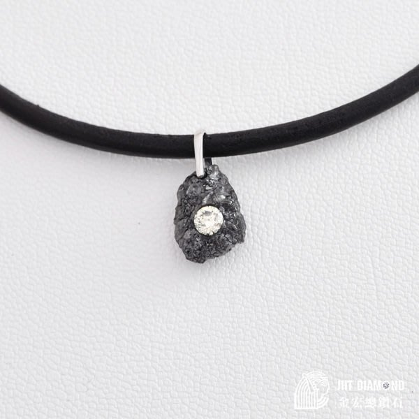 【JHT 金宏總珠寶/GIA鑽石專賣】日本限量特價飾品    天然造型鑽石墜(附皮繩) 0.20ct (JB19-B15)*