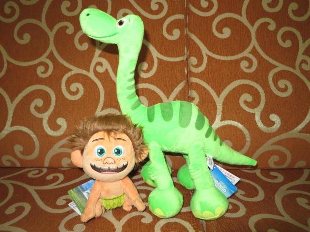///可愛娃娃///~迪士尼電影~恐龍當家~6吋野人小孩小巴+12吋雷龍阿羅(阿洛)絨毛娃娃~2隻1組---約33公分