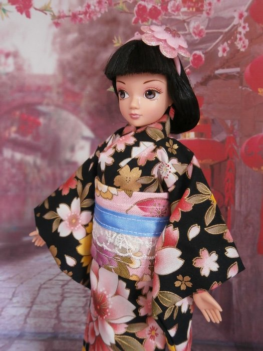 小禎ㄟ雜貨 館主手製和服娃娃  搭配可兒娃娃臉很有日味 含娃娃一隻 (1)