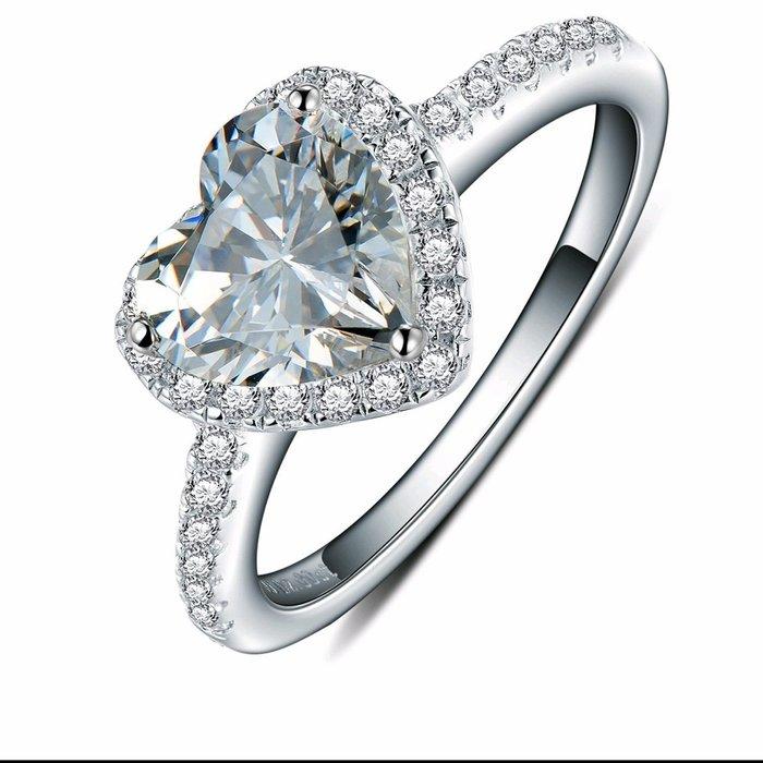 歐美專櫃純銀心型戒指 微鑲飾品 主鑽2克拉心型鑽包邊高碳鉆石 定制鉑金18K純銀戒指 高碳仿真鑽石  FOREVER鑽寶