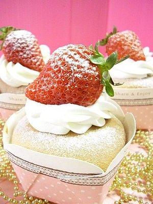娃娃烘焙小屋 草莓甜心杯子蛋糕