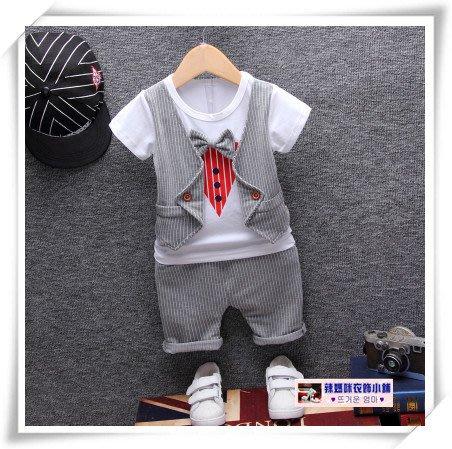 •*~ 辣媽咪衣飾小舖 ~*•❤童裝系列❤V030671韓版小男童帥氣假二件條紋西裝款上衣+短褲二件套套裝