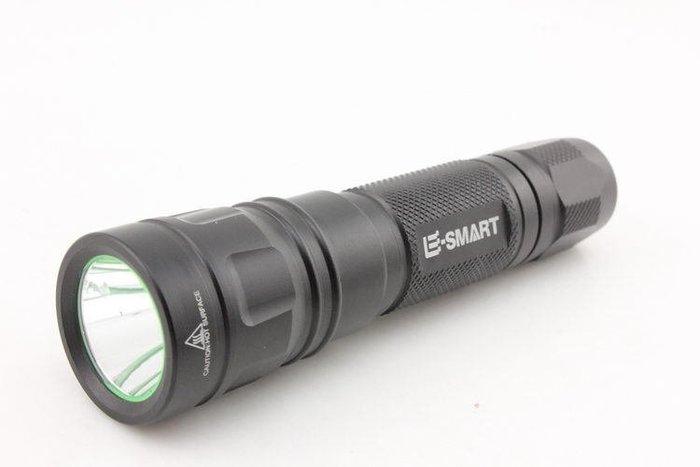 【限時特賣】E-SMART 進口 CREE XM-L2 神火F12 戶外強光手電筒 5檔1198流明 充電18650