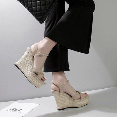 Fashion*坡跟涼鞋 厚底真皮防水臺一字扣露趾草編簡約超高跟鞋 小碼涼鞋32-43碼