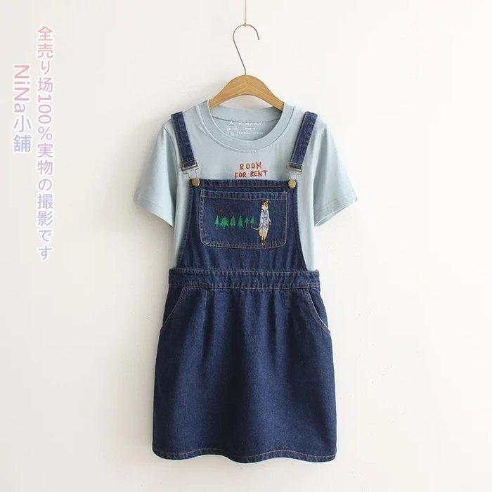 NiNa小舖【DJD9291】日系學院風卡通小樹貓小姐刺繡裝飾口袋吊帶牛仔裙單寧短裙(藍色M.L)預購