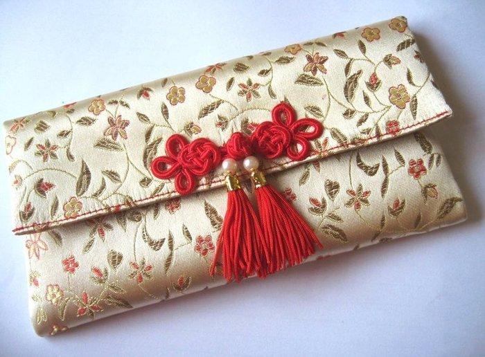 巧巧屋藝品工作室~手作紅包袋系列~中國結盤釦 雙流蘇橫式紅包袋  綢緞布料~編號4米字花金