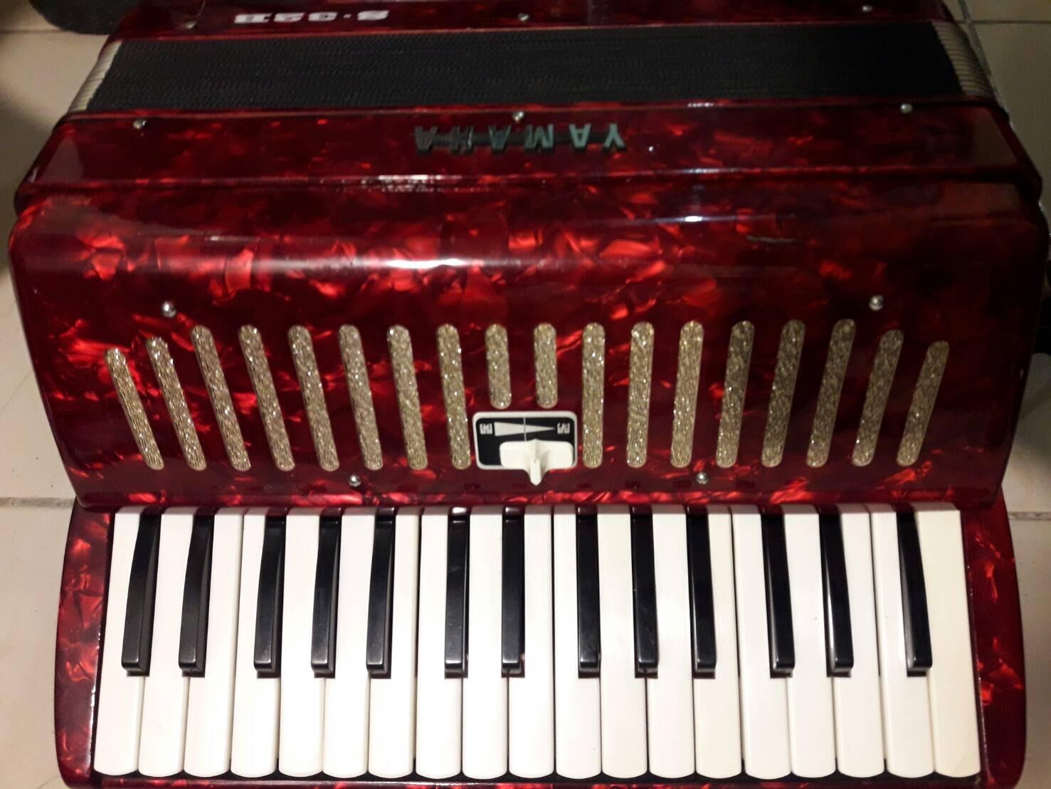 【*Bonjour art * 】YAMAHA S32B 手風琴  **免運費** 保存良好 八成新 歡迎出價 發問