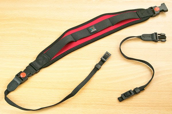 呈現攝影-GIOTTOS 捷特 AA-1702 相機減壓背帶 黑色 減重相機背帶 安全快扣式設計 方便拆卸