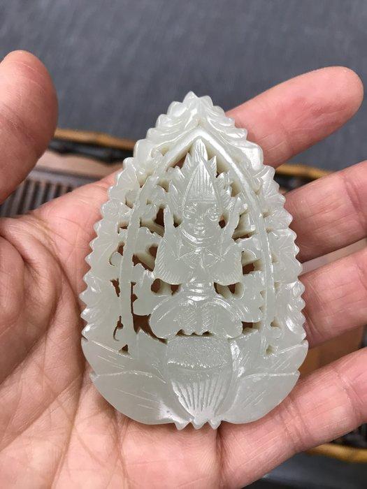 【御寶齋】--{玉佛坐蓮珮飾}--和闐青白玉鏤空雕刻、雙面工..// 特價只給第一標 //