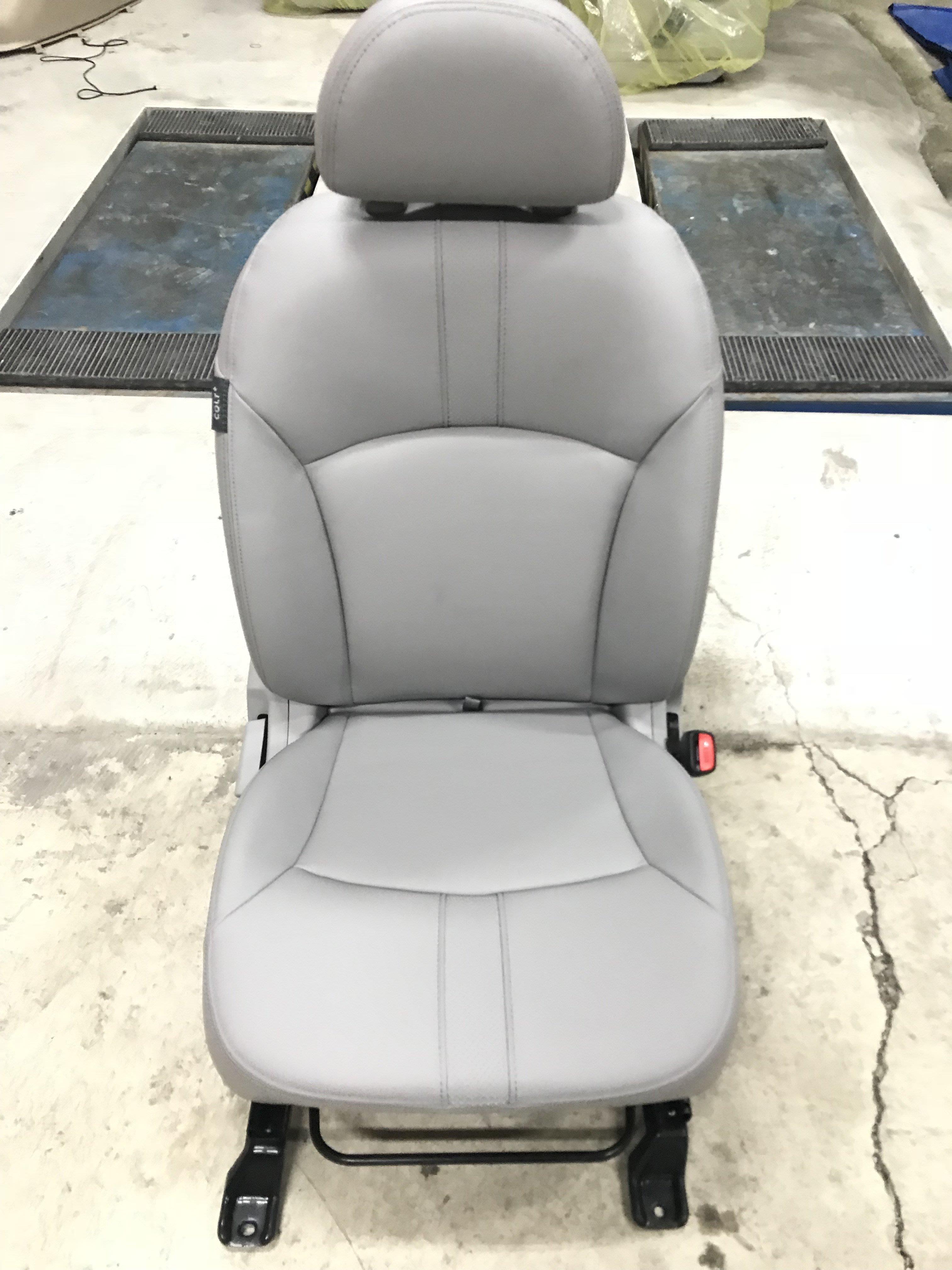 @中華三菱MITSUBISHI@COLT PLUS~可魯多~右前(副駕駛座)座椅~全新原廠座椅~灰色皮款