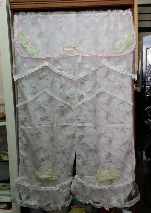 美生活館--全新鄉村風格拼布 粉紅蕾絲 薄紗 玫瑰花  蕾絲 刺繡 雙層 長門簾/裝飾簾/櫃簾/窗簾 90*150 cm