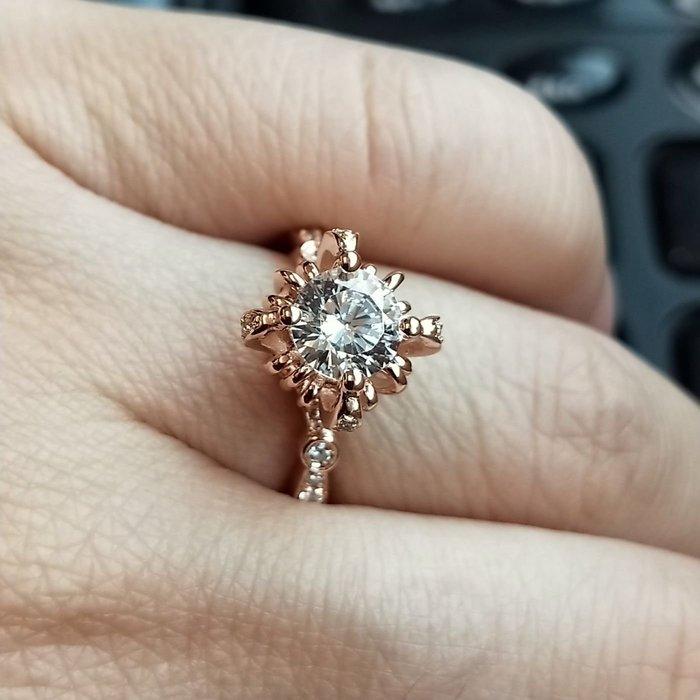 超低特價菊花花女戒鑽戒1克拉 求婚 結婚 情人節禮物 925純銀鍍鉑金指環  視覺像1.5克拉 FOREVER鑽寶