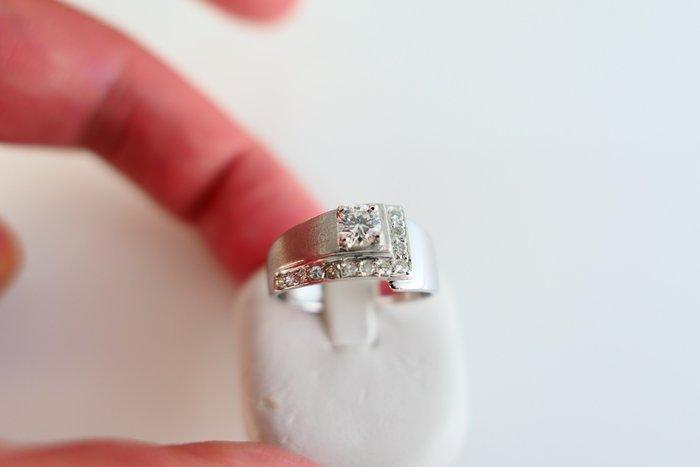 [吉宏精品交流中心]30分 天然鑽石 白K金 造型 戒指 中性戒(生日禮物)