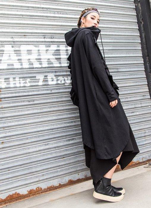 晴天lady㊕個性街頭龐克風 黑色荷葉花邊不規則 連帽長袖側口袋過膝加大洋裝 大尺碼 胸118.SH1092♥免運