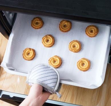 日本烘焙吸油紙蛋糕點心包裝墊紙 耐高溫烤箱烤盤用紙食品矽油紙