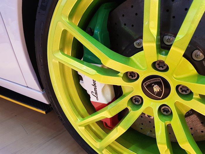 LAMBORGHINI 碳纎維煞車系統  LP570  陶瓷煞車 (六活塞 + 四活塞) 碳纖維碟盤