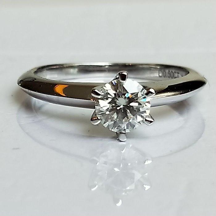 0.6克拉鑽戒T家六爪鑲鑽戒十心十箭求婚 結婚 情人節禮物 鑽石純銀包白金戒指 高碳仿真鑽莫桑石  FOREVER鑽寶