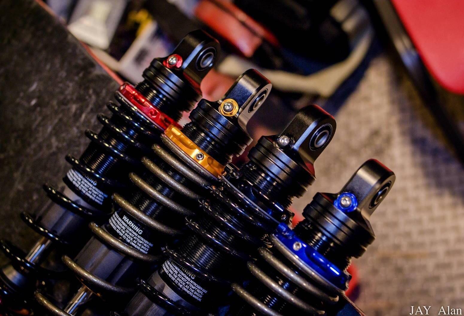 駿馬車業 DJ1 GOGORO 2 專用 一組兩隻6500元 油氣分離阻尼可調