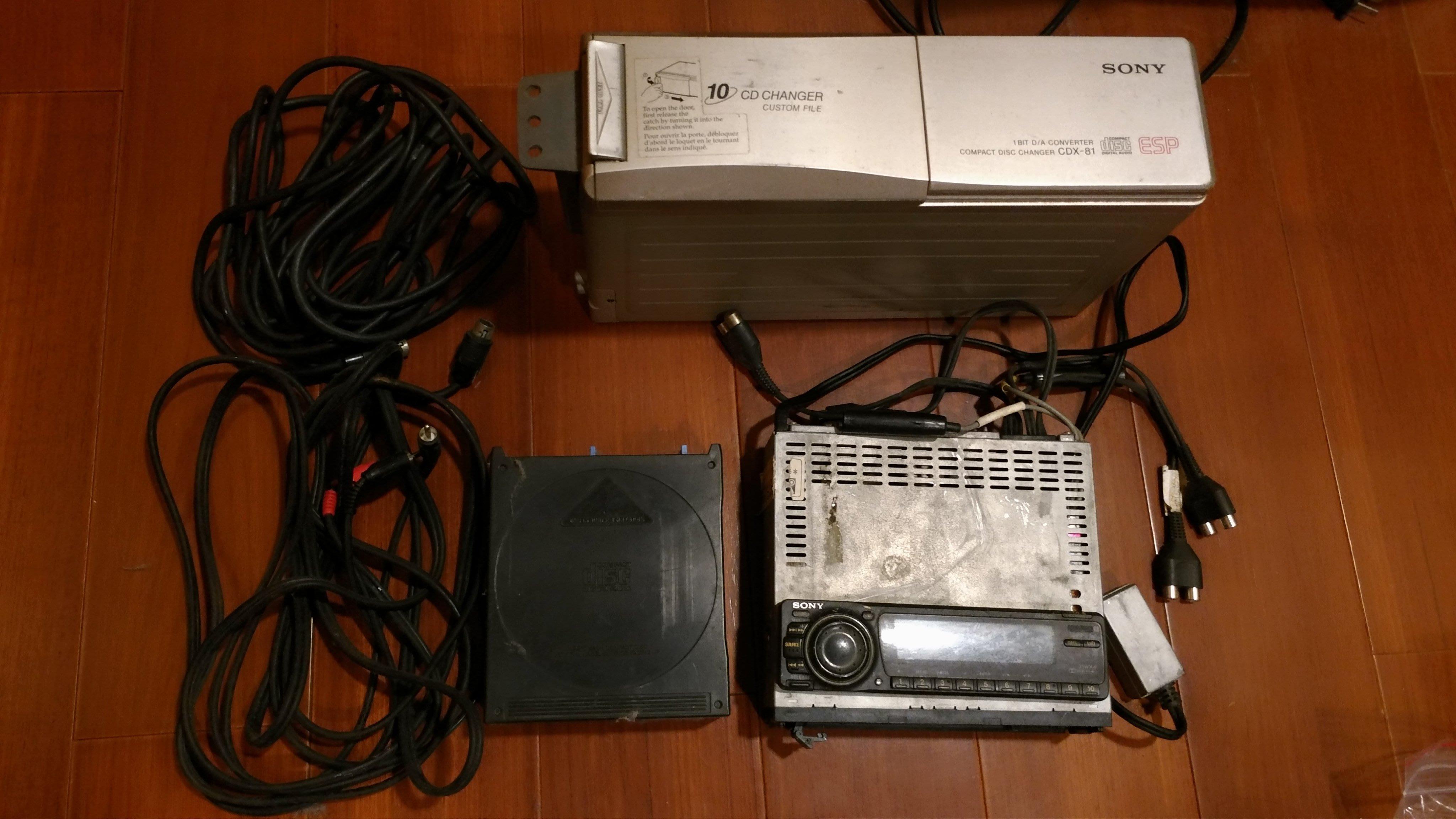 (雜物)SONY XR-C800十片CD 音響主機、換片箱、音源線,千元起標