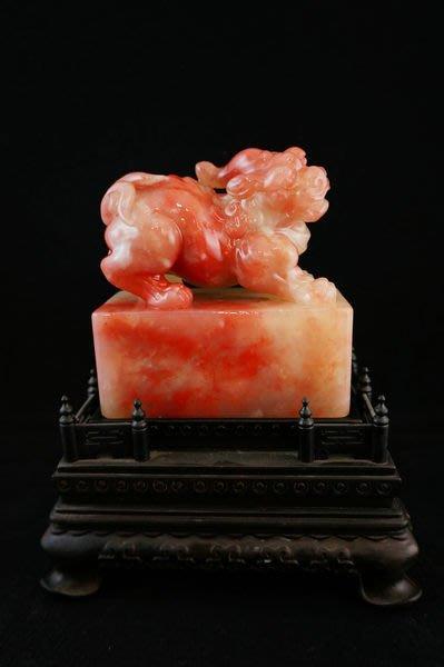 巴林石 雞血石 彩霞紅 粉凍 芙蓉紅『辟邪』印章擺件 牛角地血王  超級絕版大印章