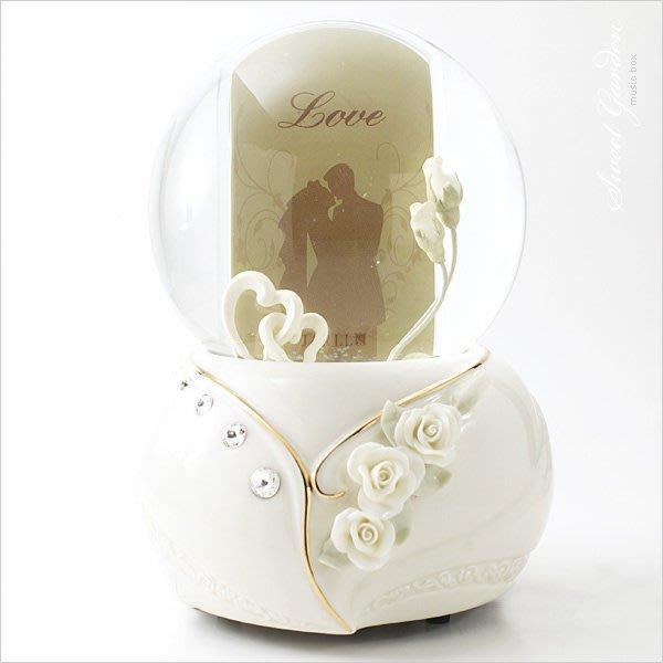 Sweet Garden, JARLL現代結婚雙心相框音樂水晶球(免運) 結婚情人禮物 婚禮佈置音樂盒 白瓷玫瑰水鑽台中