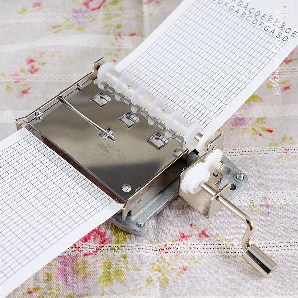 Sweet Garden, DIY音樂盒 自己作曲譜曲創意設計 韻升30音手搖紙帶音樂機芯(免運)