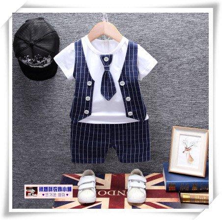 •*~ 辣媽咪衣飾小舖 ~*•❤童裝系列❤V030672韓版小男童帥氣假二件條紋西裝款上衣+短褲二件套套裝