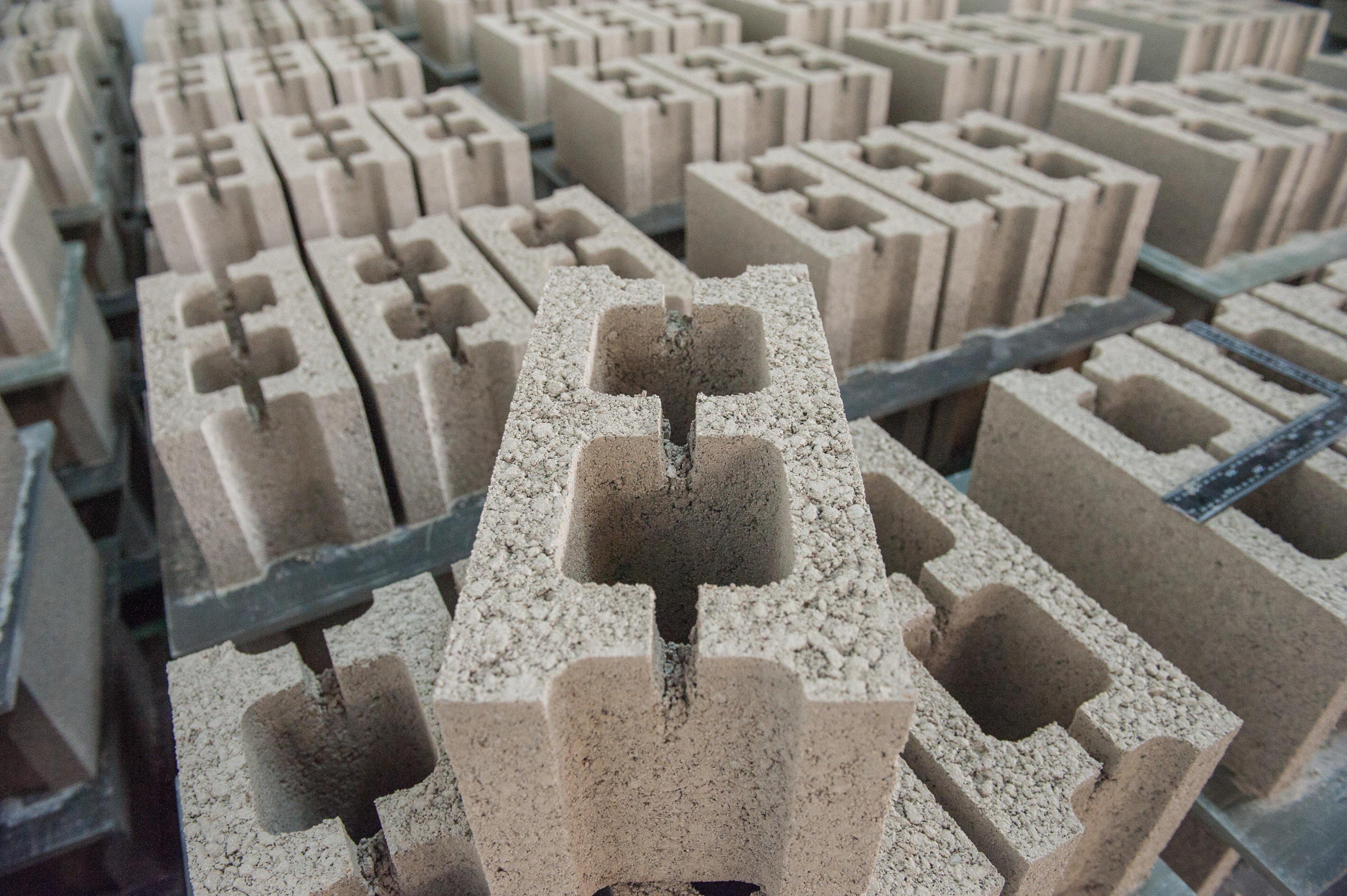 空心磚、人行步道磚、透水磚、大量小量皆可(台中自取)