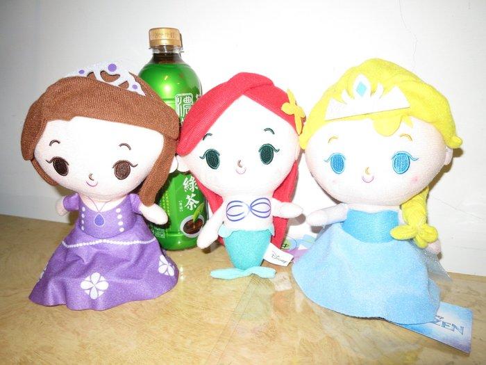///可愛娃娃///~正版授權7吋迪士尼公主系列大頭扁身絨毛娃娃~冰雪奇緣艾莎/小美人魚/小公主蘇菲亞--約22公分