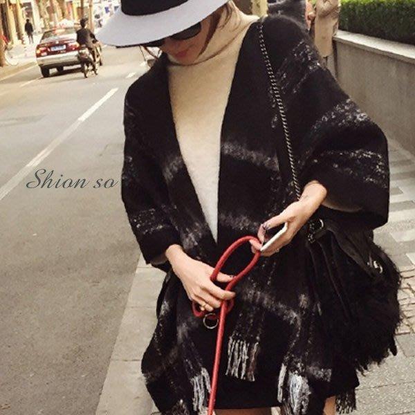 享瘦衣身中大尺碼【B4023】格紋披肩圍巾兩用款