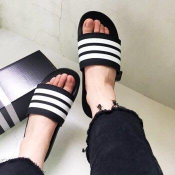 南◇2018 6月 ADILETTE Slides 黑白 條紋 三條 運動 拖鞋 基本款 男女 AP9971