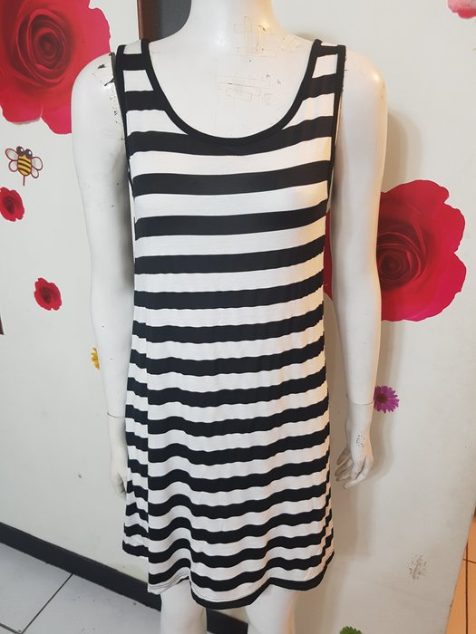 A1~珍珍的店~ 中小 黑白條紋無袖長版顯瘦背心上衣  洋裝~胸圍32吋~賣場三件