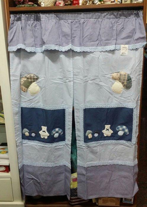 美生活館--全新鄉村風格拼布 藍格條紋香菇熊布蕾絲  中門簾/裝飾簾/櫃簾/窗簾 90*125 cm