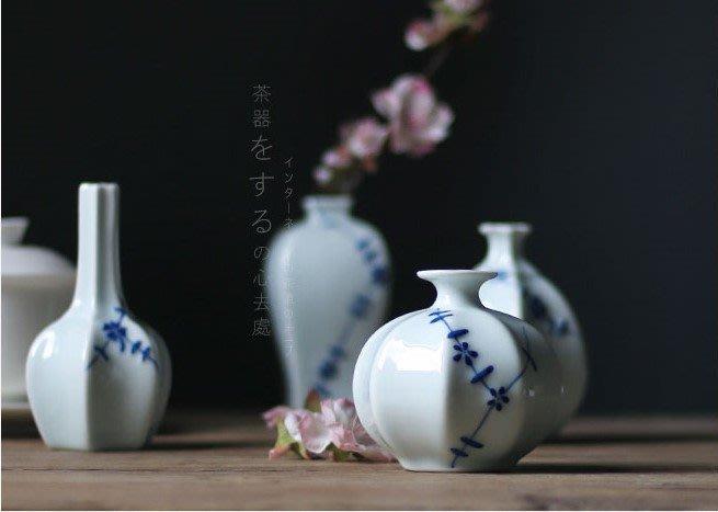 【Art in THE】陶瓷花瓶 手繪小花器 中式旗袍扣 陶瓷花瓶 瓷器擺件花插 茶道茶具擺飾 居家店面營業廳裝飾佈置
