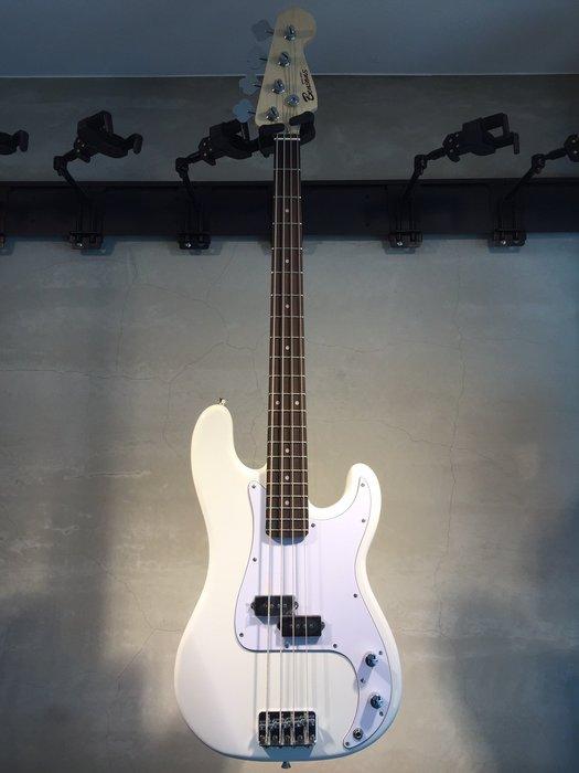 【六絃樂器】全新精選 Bensons P型 白色電貝斯 / 附配件