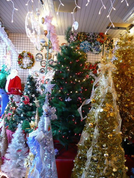 【洋洋小品】桃園平鎮中壢聖誕節大型場地佈置聖誕樹.聖誕燈.聖誕花圈聖誕窗貼規劃