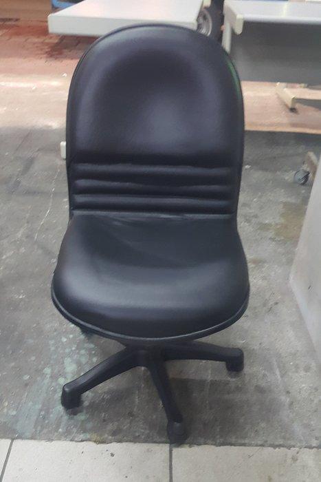 樂居二手家具 全新中古傢俱家電賣場 C0110EJ 黑色皮面辦公椅*OA椅 電腦椅 洽談椅 書桌椅 2手各式桌椅出清拍賣