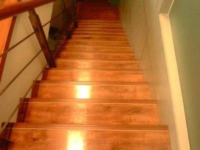 美的磚家~木紋樓梯木紋塑膠地磚貼樓梯施工 夜光仿木紋止滑條 塑膠地板質佳每尺140.壁紙