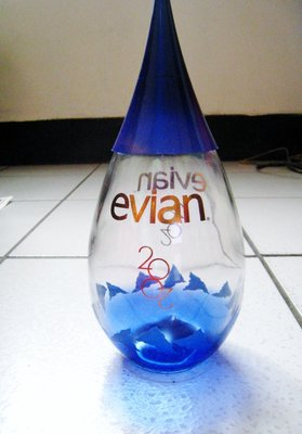 2002年 法國 Evian 限量版紀念瓶 愛維養水滴紀念瓶