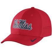 Men's Nike Red Ole Miss Rebels Sideline Vapor Coaches Performance Flex Hat
