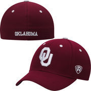 Mens Oklahoma Sooners Top of the World Crimson Dynasty Memory Fit Fitted Hat