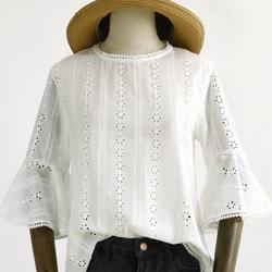 微甜圓領鏤空刺繡花朵襯衫