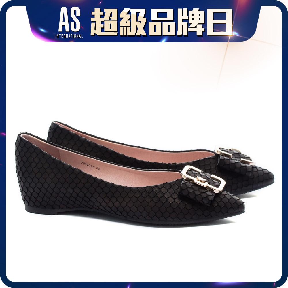 飾釦尖頭真皮平底鞋