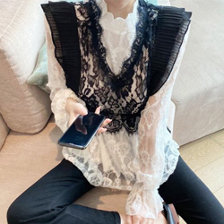 刺繡蕾絲木耳邊襯衫