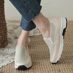 透氣網狀內增高休閒鞋