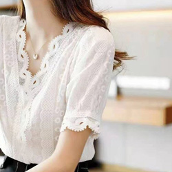 門襟V領設計感蕾絲衫